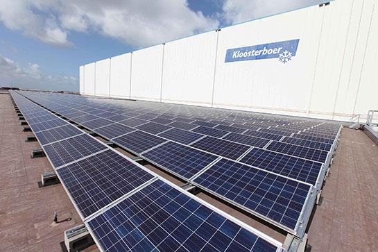 Zonnepanelen-op-het-dak-van-Kloosterboer-Delta-Terminal---Solar-panels-on-the--roof-of-Kloosterboer-Delta-Terminal